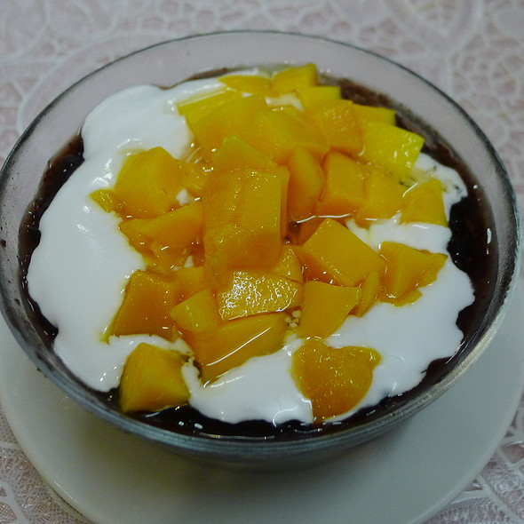 Mango with Black Glutinous Rice and Coconut @ Y M House