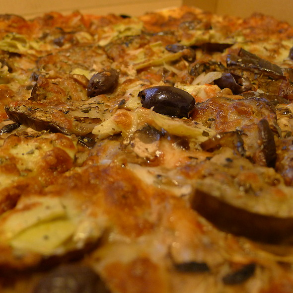 Halallicious Special Pizza @ Halallicious Cafe & Grill