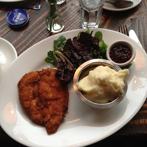 Chicken Schnitzel - Doma na rohu, New York, NY