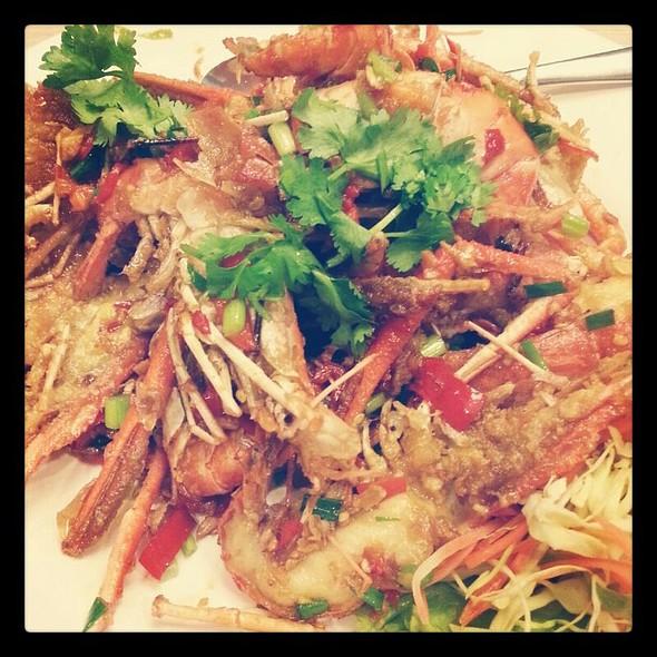 กุ้งกระเทียมพริกไทย