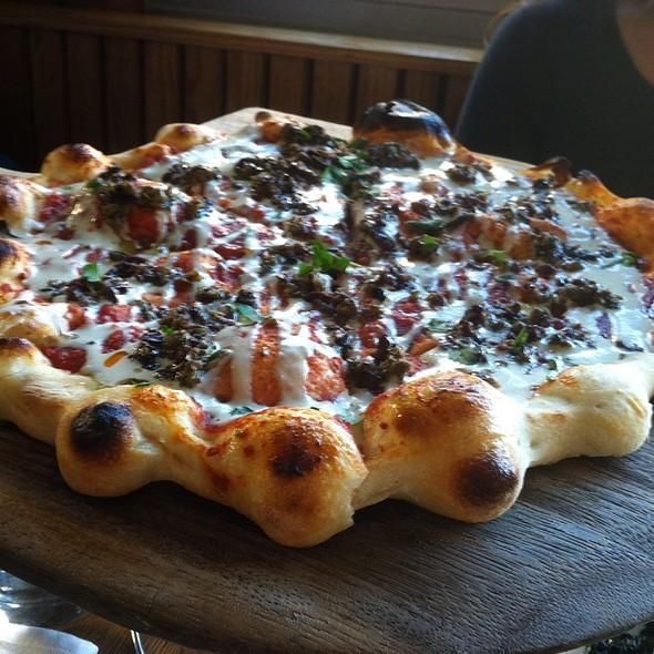 Vegan Spicy Tomato Pizza