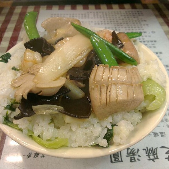Pork Organs And Shrimps Topped On Steamed Rice @ 蔡萬興老店