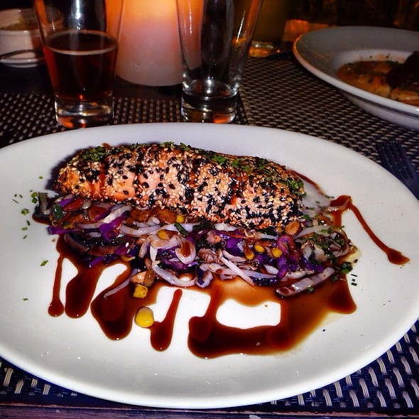 Salmon Tataki, Sauted Vegetables, Lemon And Sake Foam @ Quimbombo