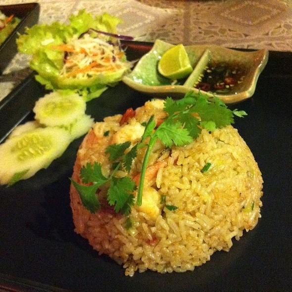 ข้าวผัดมันกุ้ง | Shrimp Paste Fried Rice