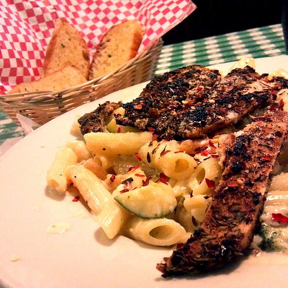 Blacken Chicken Primavera @ Vinny's Italian Grill