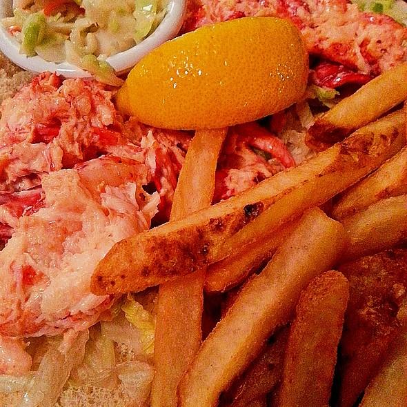 Lobster Roll (Sandwich) @ Davenport's