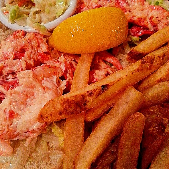 Lobster Roll (Sandwich) @ Davenport's