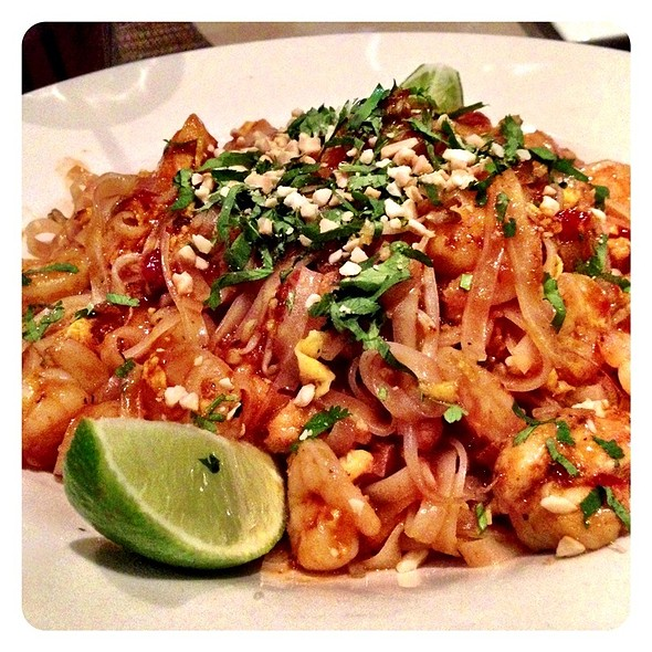 shrimp pad thai @ Kona Grill