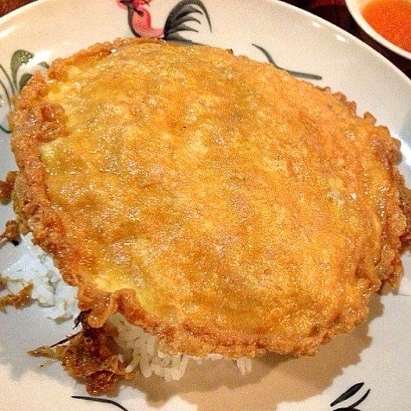 Thai Omelette with Minced Pork @ ก๋วยเตี๋ยวไข่ย้อนยุค และ กาแฟพระนคร @ Crystal Design Center (Zone L)