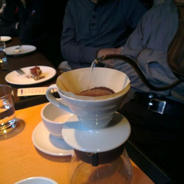 Making Coffee @ Zhanlu Coffee 湛盧咖啡台大手沖館