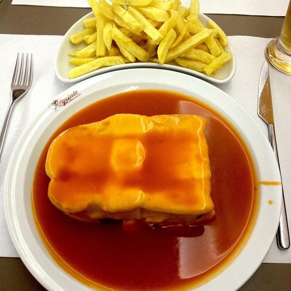 Francesinha @ Café Requinte