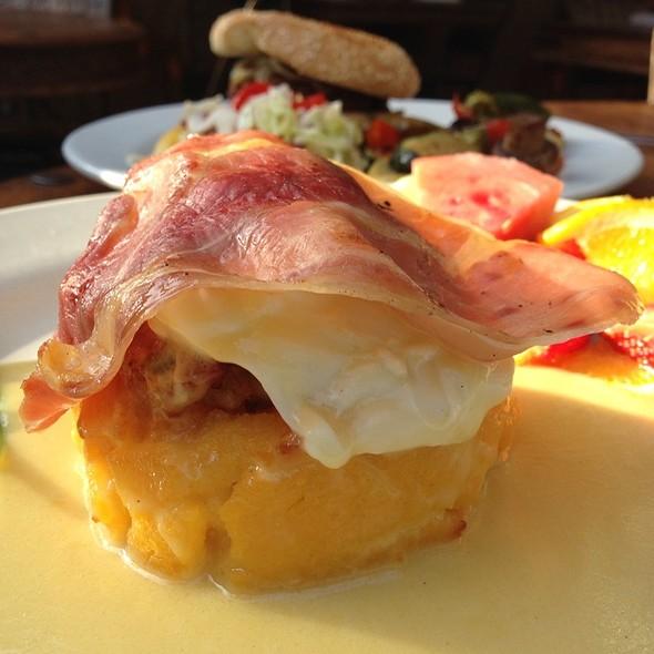 Carribean Egg Benedict @ Habana