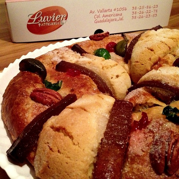 Rosca De Reyes @ Pastelería Luvier