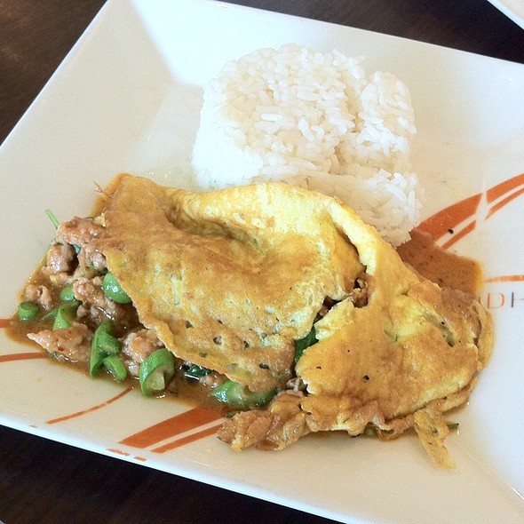 Panand Curry Pork And Omlette With Rice