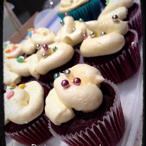 Red Velvet Cupcakes @ Home