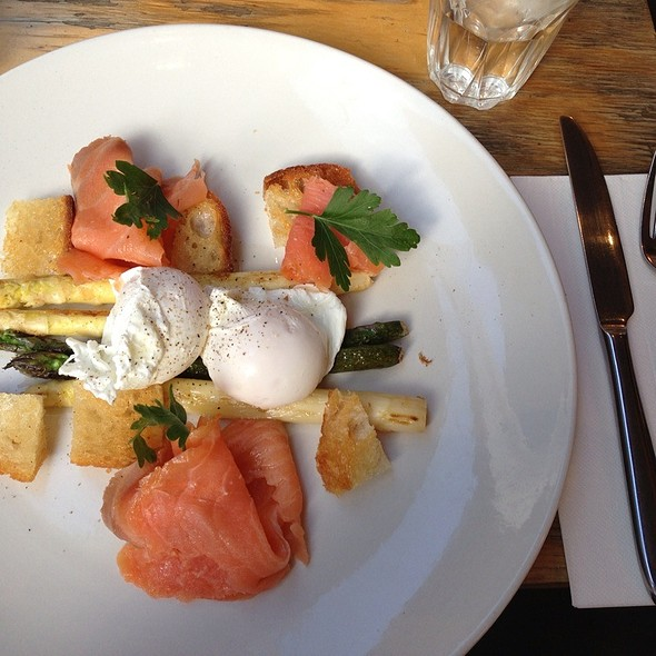 Smoked Salmon With Grilled Asparagus @ Cafenatics