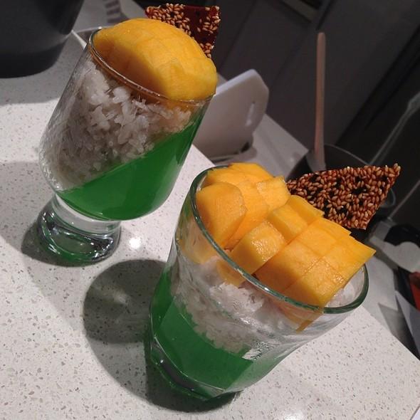 Sticky Rice & Mango @ Home