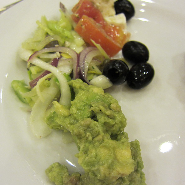 Guacamole and Salad @ RIU Yucatan