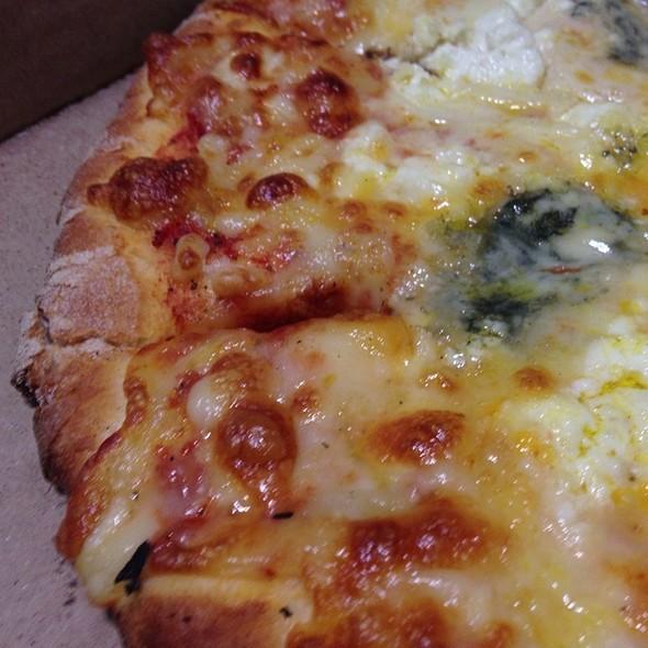 4 Formaggi Pizza @ Spicchio