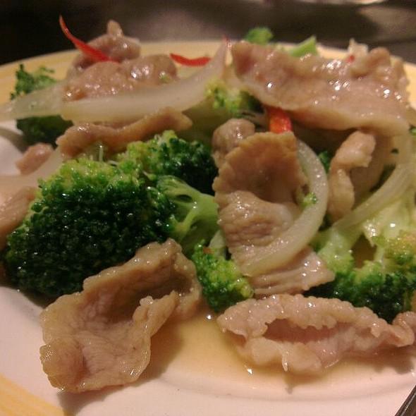 Pork Stirfried With Broccoli @ 海裕屋