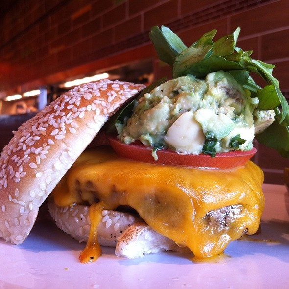 L.A. Burger @ Bobby's Burger Palace