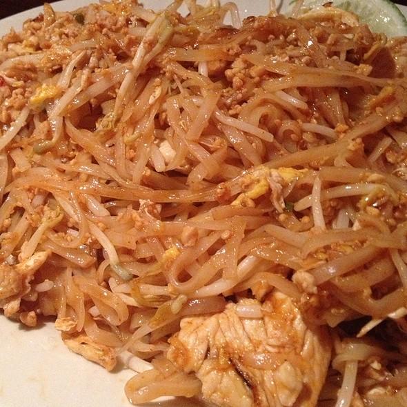 Pad Thai Noodles w/Chicken @ Taste of Thai