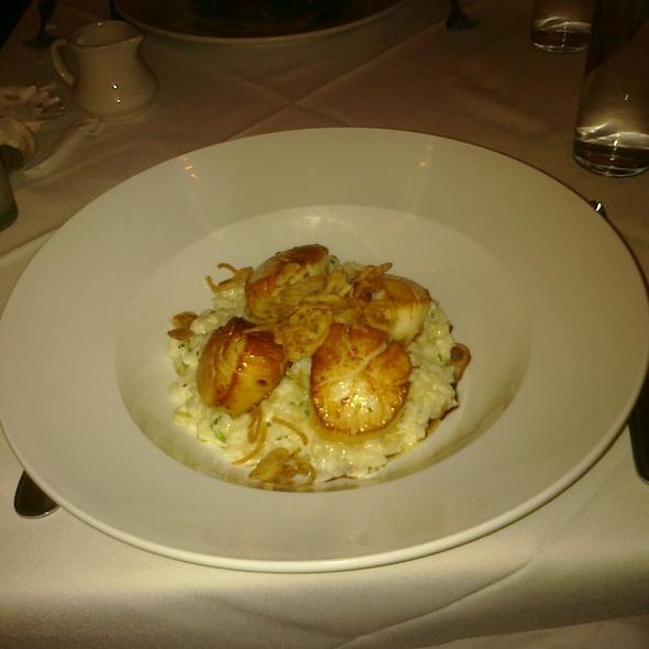 Seared Sea Scallops, Maine crab & fennel risotto, truffle vinaigrette, crisp shallots @ Lineage Restaurant