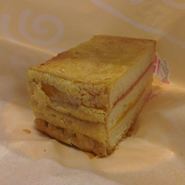 Ham And Cheese Puff Pastry @ Dunkin Donuts  新店佳瑪店