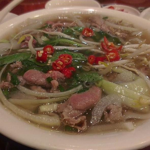Raw Beef Pho @ 翠薪越南餐廳