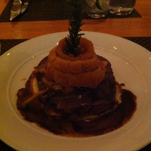 Meatloaf + onion rings @ Mgm Grand Hotel & Casino: Wolfgang Puck Bar & Grill