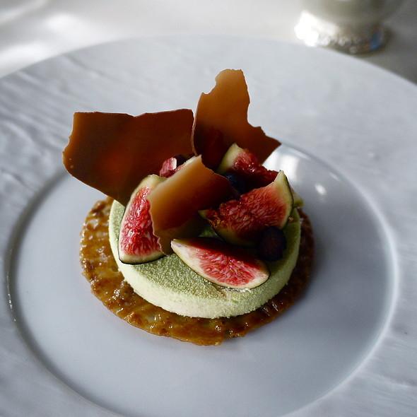 Pistachio Crispy Palet, Stewed Figs