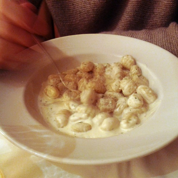 Gnocchi Alfredo @ Gino's (Ventas)