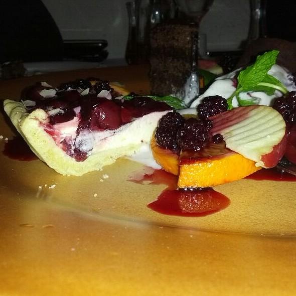 Ovosen Tart  so Malini I Karamelizirana Dunja