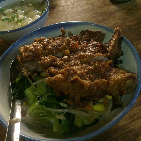 Fried Chicken With Steamed Rice And Vegetables @ 道東飲食店