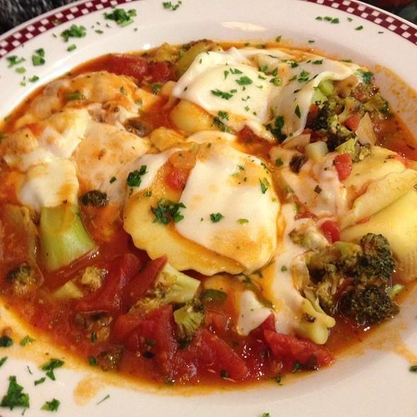 Ravioli Al Pomodoro @ Peter's Diner