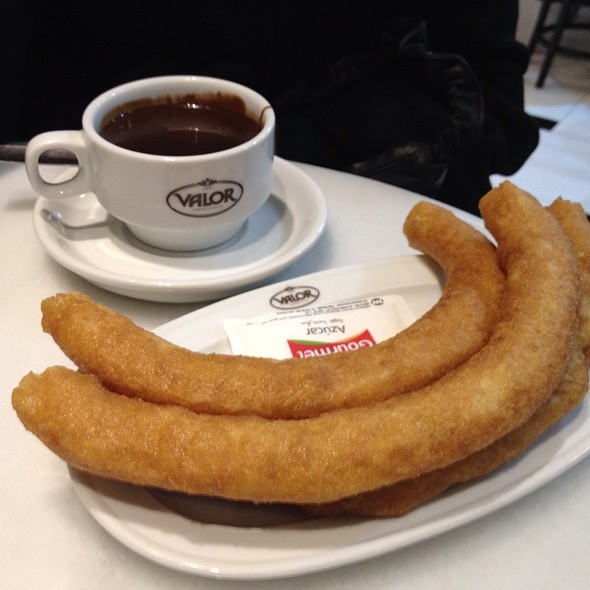 Churros con Chocolate @ Chocolates Valor