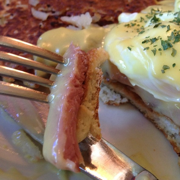 Eggs Benedict With Turkey Ham @ Willie Bird's Restaurant