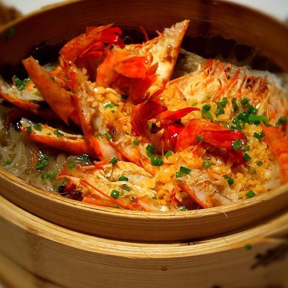Garlic Shrimp With Noodle @ Jardin de Jade in Shanghai, China