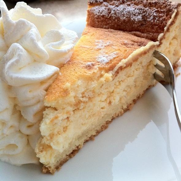 Cheese cake @ kommod Café ! Konditorei