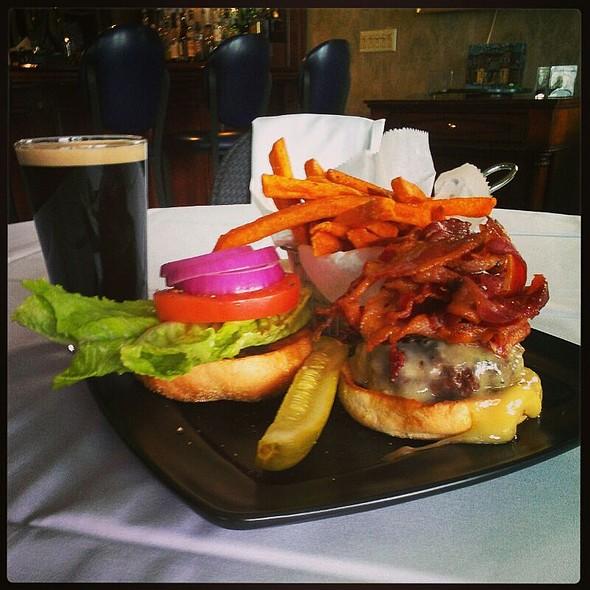 Bacon Cheese Burger @ The Brewster Inn