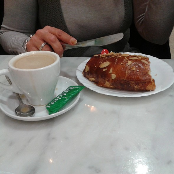 King cake and coffee @ Granier