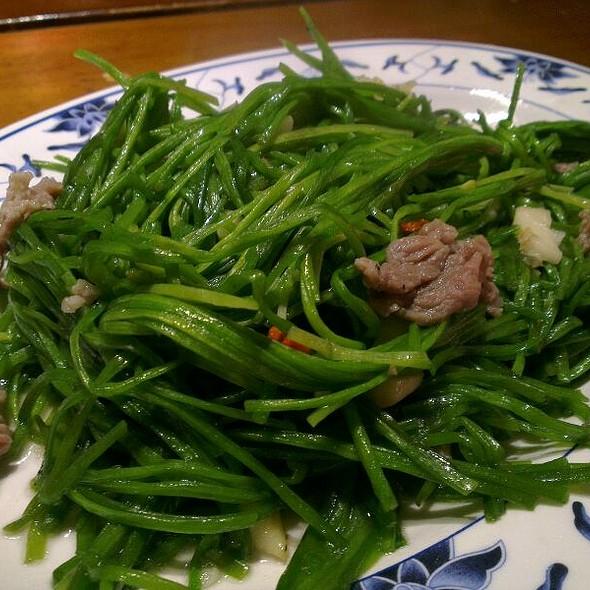 Stir Fried Water Lily @ 胖子小吃部