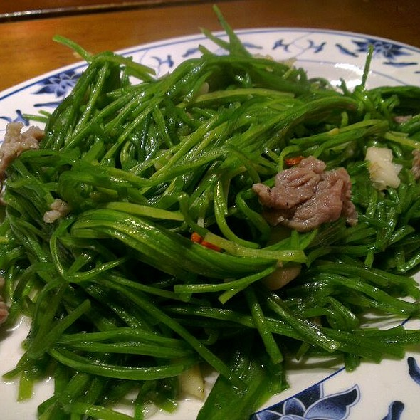 Stir Fried Water Lily @ 胖子小吃部