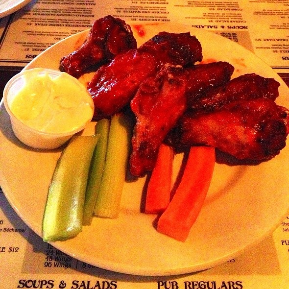 Sriracha Chicken Wings @ Manchester Pub