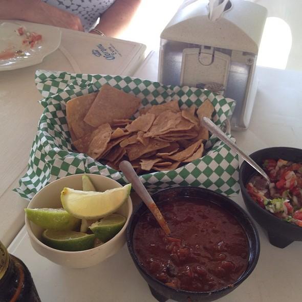 Salsa and Chips @ Restaurante el Fish Fritanga