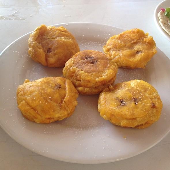 Tostones @ Restaurante el Fish Fritanga