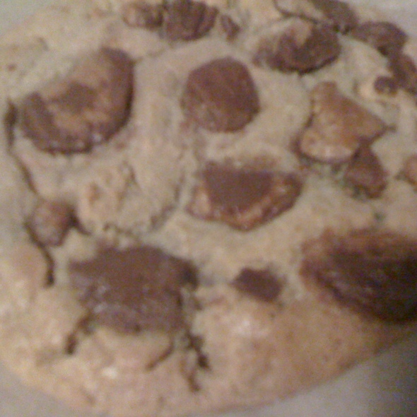 Reese's Peanut Butter Cups Cookie @ Starbucks