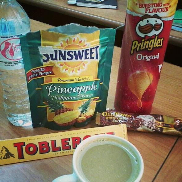 """Happy Food"" according to Sir Alex. Hehe! They gave these to me para HaPpY na daw ako. ;) Tingks dear classmates! @ DLSU-D GSB"