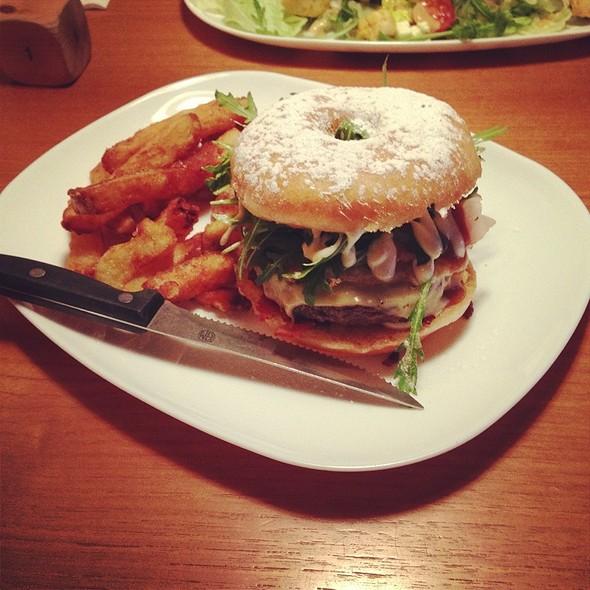 Doughnut Burger @ Roadhouse