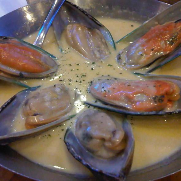 Mussels in Garlic Lemon Butter @ Fish & Co